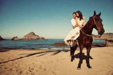 couple on horse3