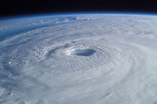 320px-Hurricane_Isabel_from_ISS.jpg